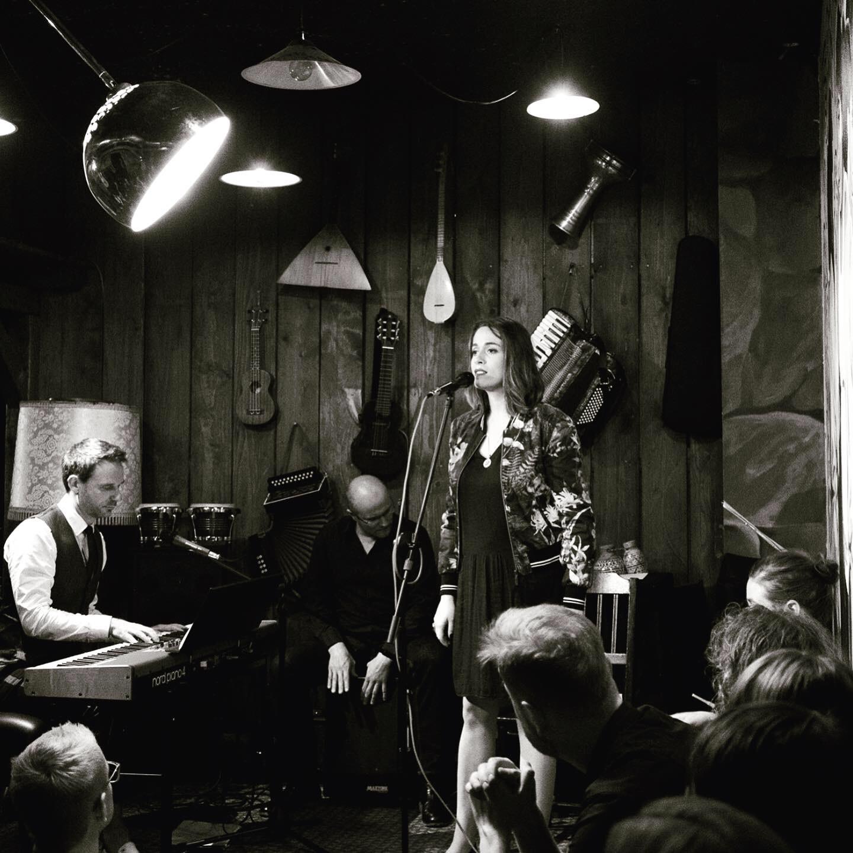 hey-jools-live-2