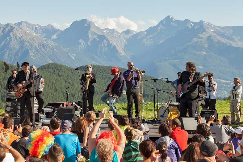 valle-daosta-nina-zilli-musicastelle-outdoor-foto-mattia-paladini-low